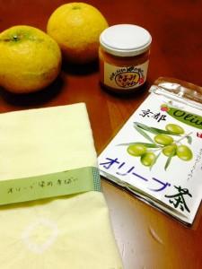 オリーブ茶やオリーブ染めの手拭い。我が家ではみかんのジャムが大人気でした。